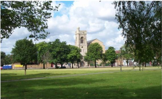 Photo of part of Streatham Common, looking towards Immanuel and St Andrew Church (1148a.jpg)